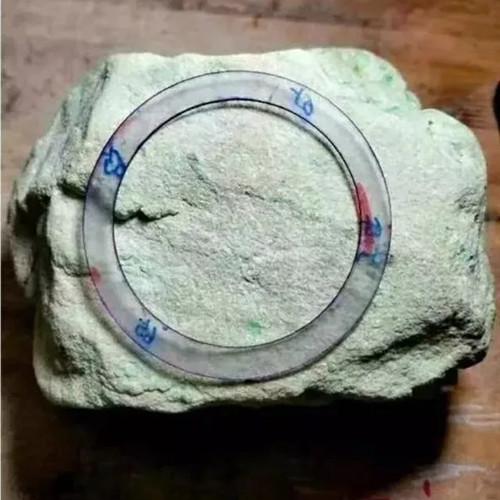 睹石处处有惊喜!3万买的翡翠原石,切出10片冰种飘色花翡翠!