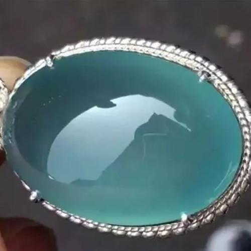 一块白到发黑的小原石,竟能切出玻璃蓝水,果然浓缩才是精华!