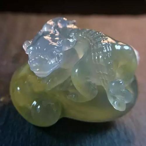 8800入手的翡翠原石,成品惊呆吃瓜群众,不禁感叹师傅鬼斧神工!