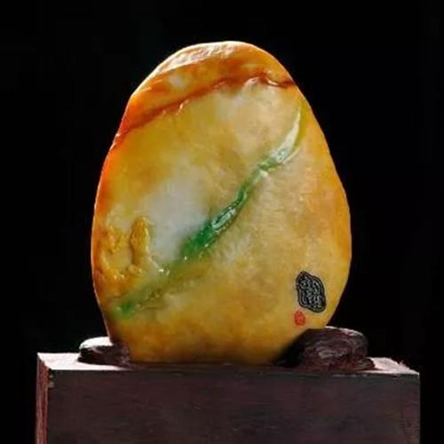 35万买下馒头大的翡翠原石,他人笑我太疯癫,扒皮后我笑他人看不穿!