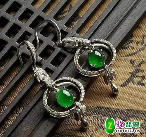 中国人为什么都喜欢戴翡翠?